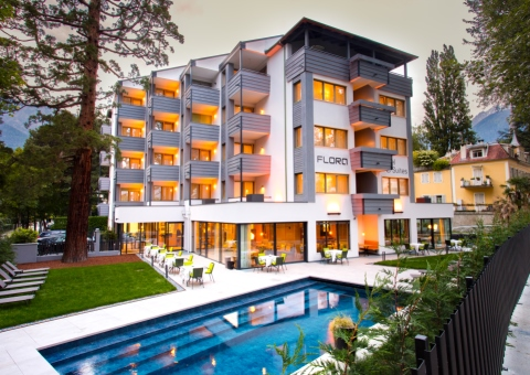 Hotel_Flora_Merano_Aussen_Fassade_Abend_BeatricePilotto_3T1A3473 - web